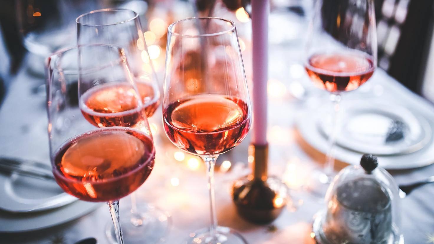 Ein Weingelage ist nicht förderlich für die Figur.