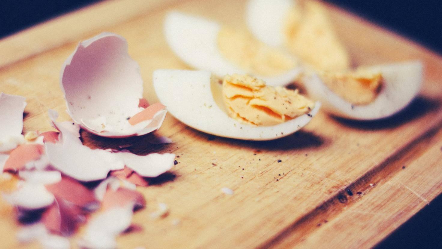 Ein gekochtes Ei ist fast wie eine eigene kleine Mahlzeit.