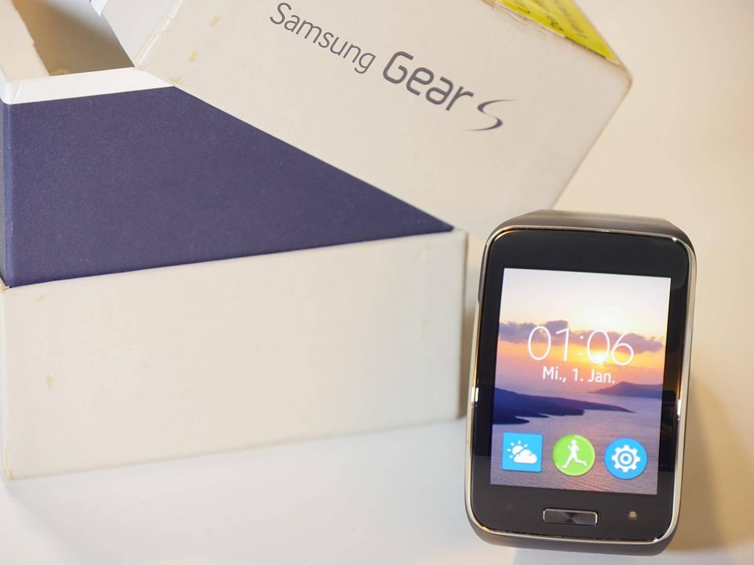 Der Startbildschirm kann wie bei einem Handy mit eigenen Bildern gestaltet werden.