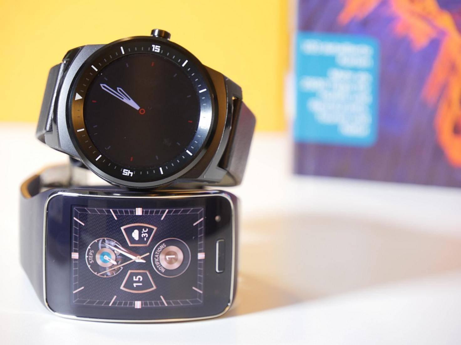 An schmalen Handgelenken sehen beide Smartwatches nicht schön aus.