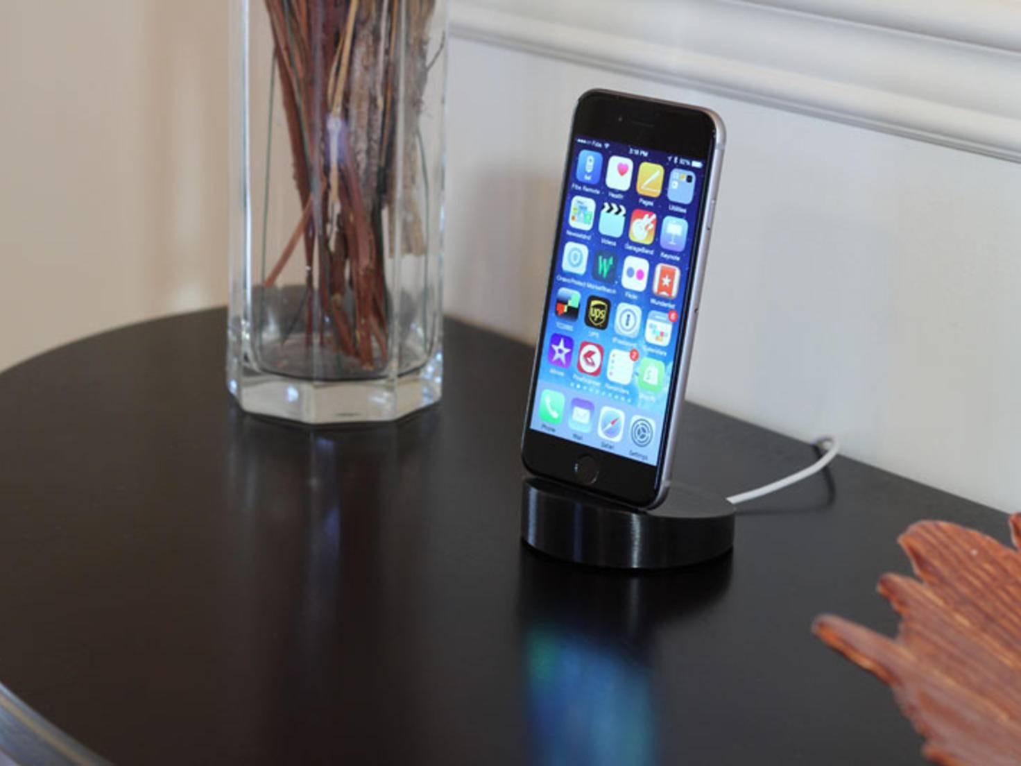 Mit dem Lightning-Dock kannst Du das iPhone 6 besonders stylisch aufladen.