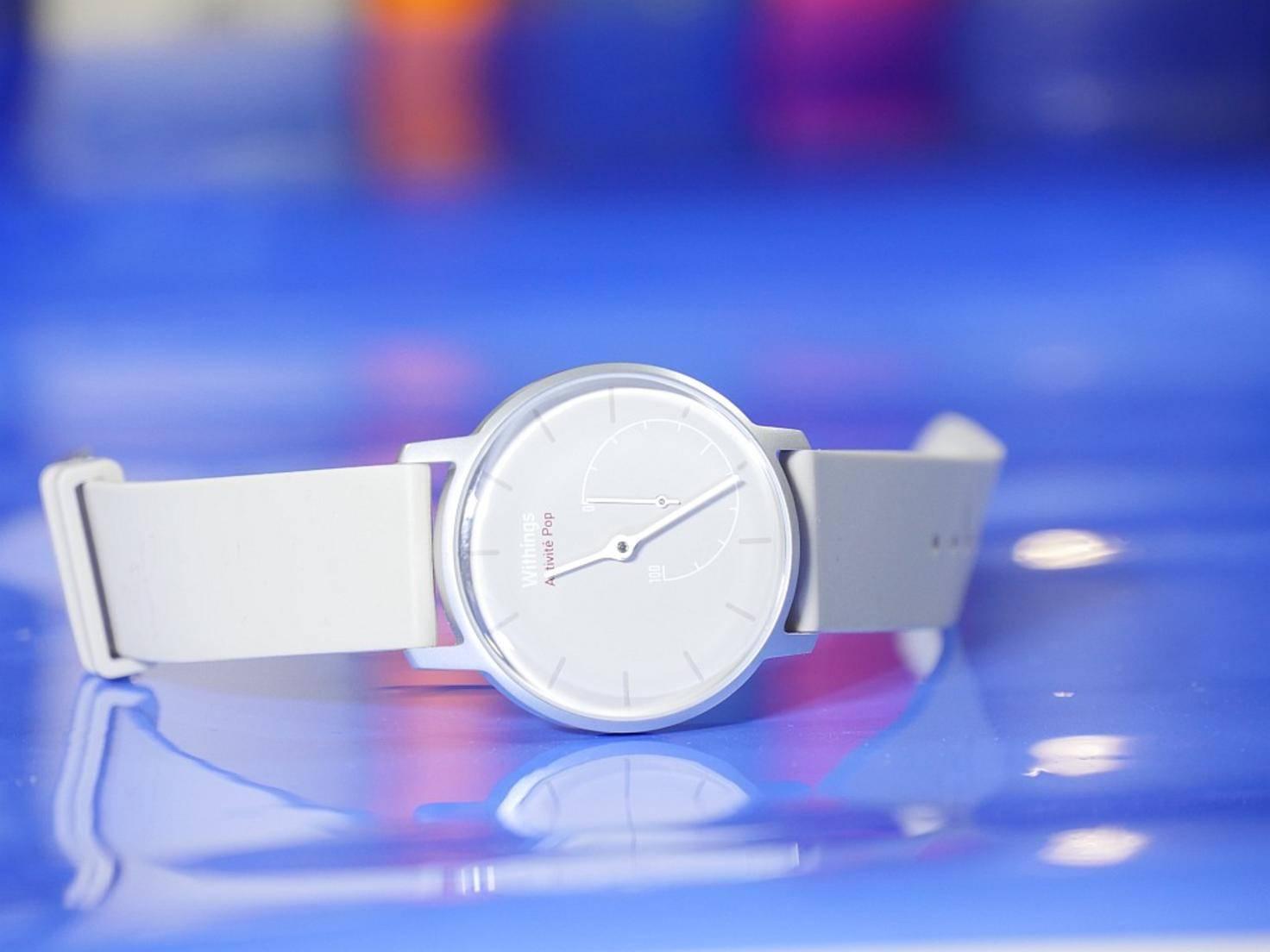 Das Armband der Uhr ist aus weichem Silikon.