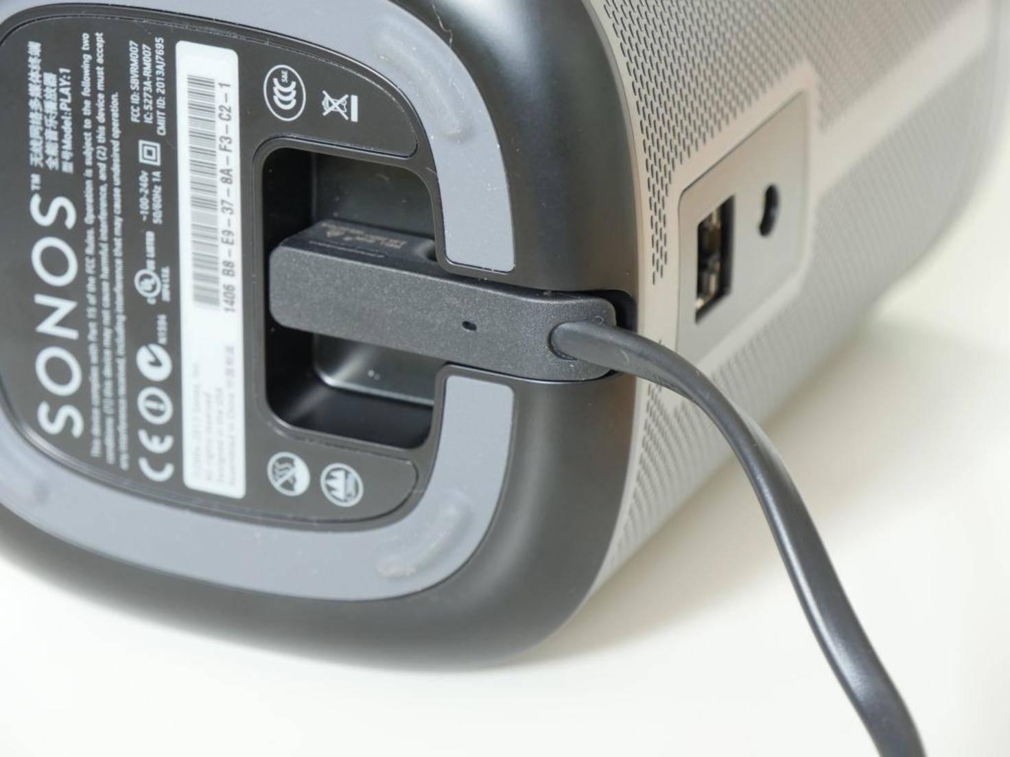 Intelligent gelöst: die Stromversorgung an der Unterseite.