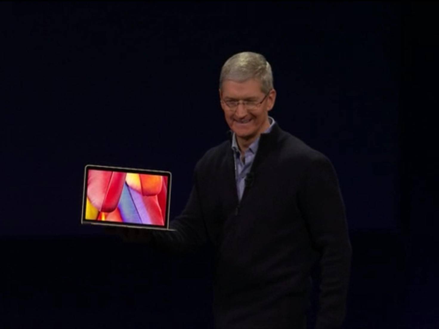 Tim Cook mit neuem Macbook