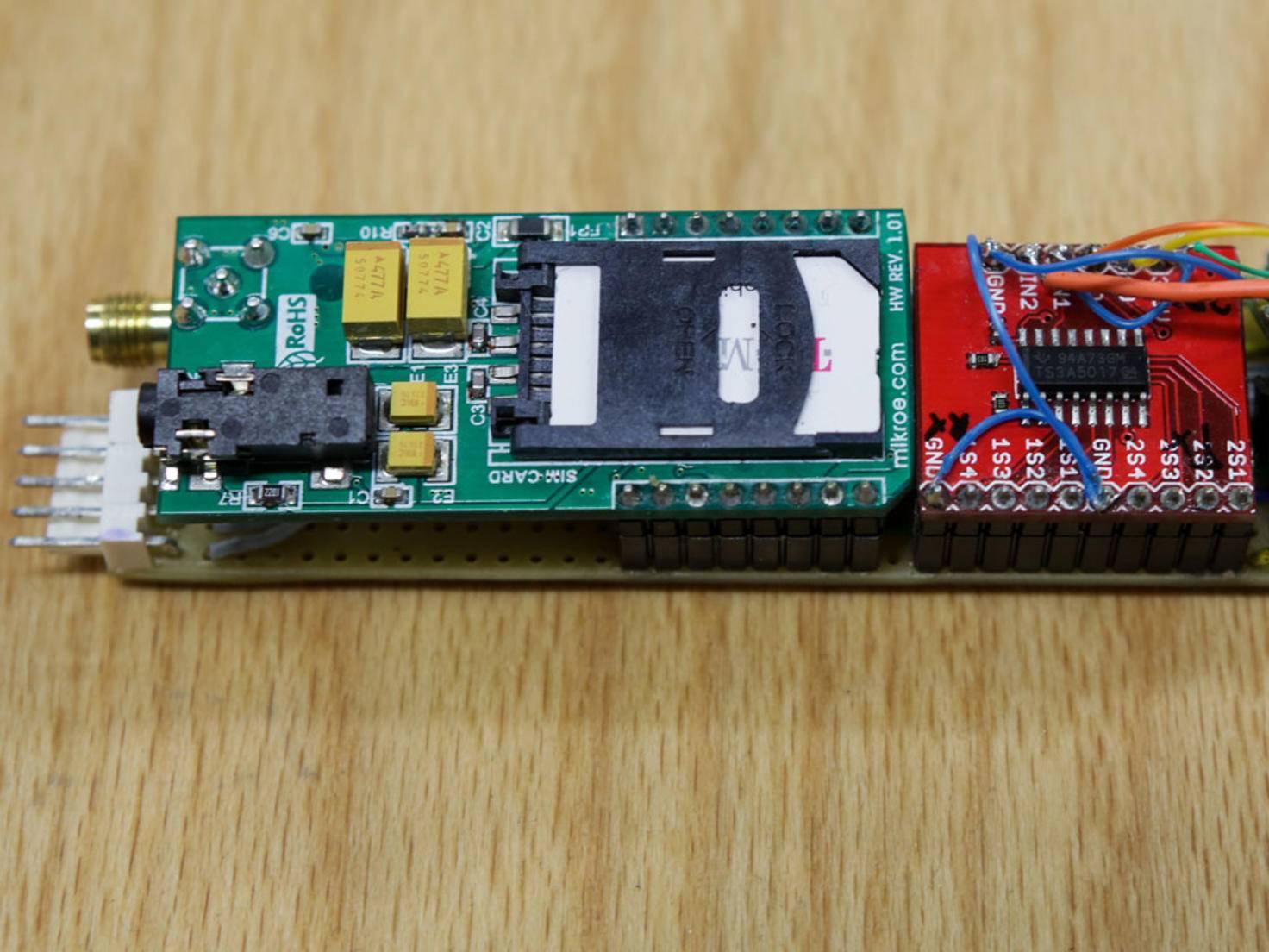 Die Onboard-Unit der Telekom sendet per Sim-Karte und Mobilfunk Daten in die Cloud.