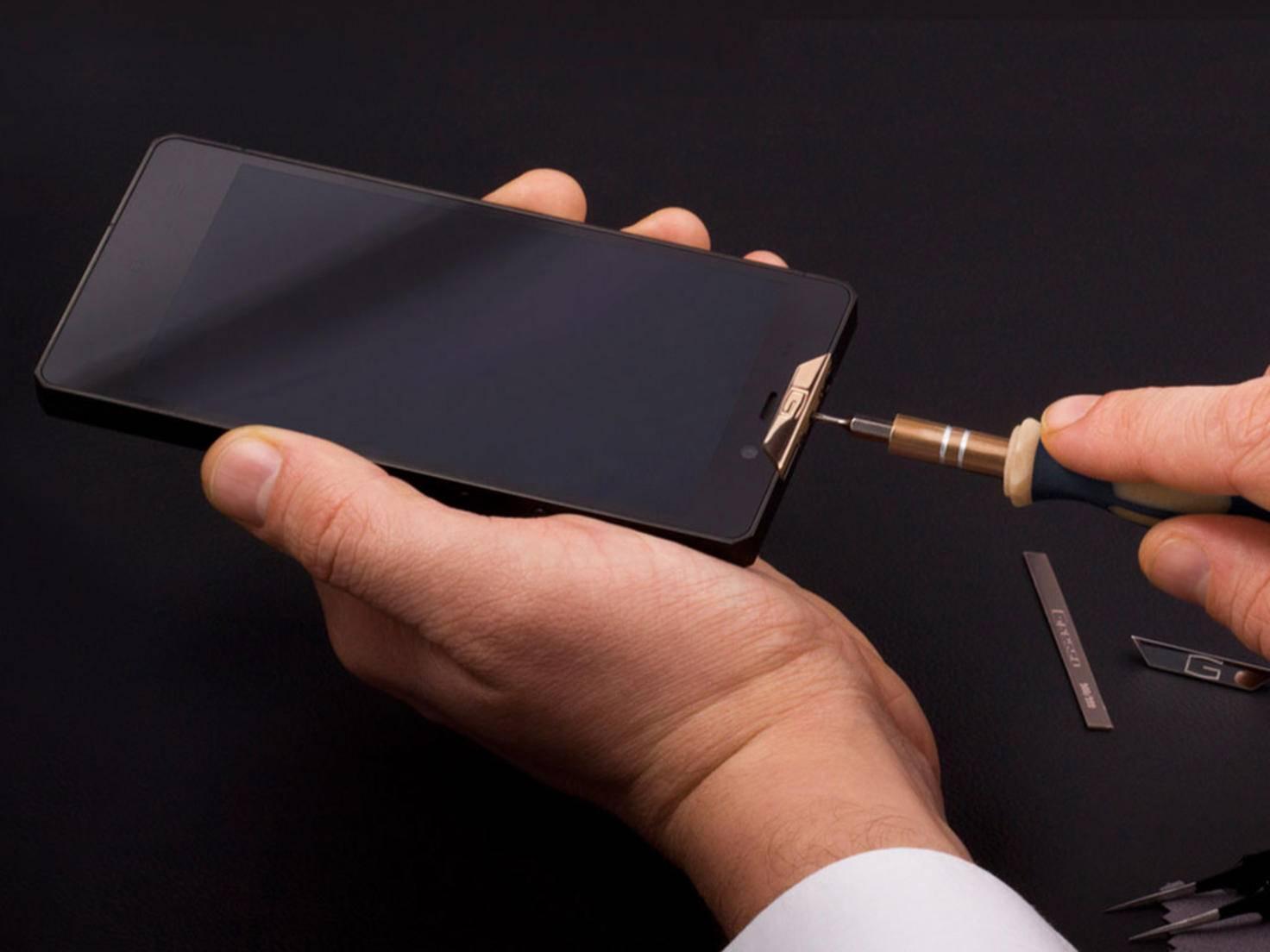 Das Gresso Smartphone hat ein Gehäuse aus Titan und ist sehr widerstandsfähig.