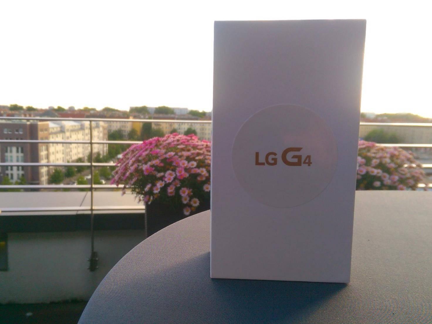 Weißer Karton in der Berliner Abendsonne: So wird das LG G4 ausgeliefert.