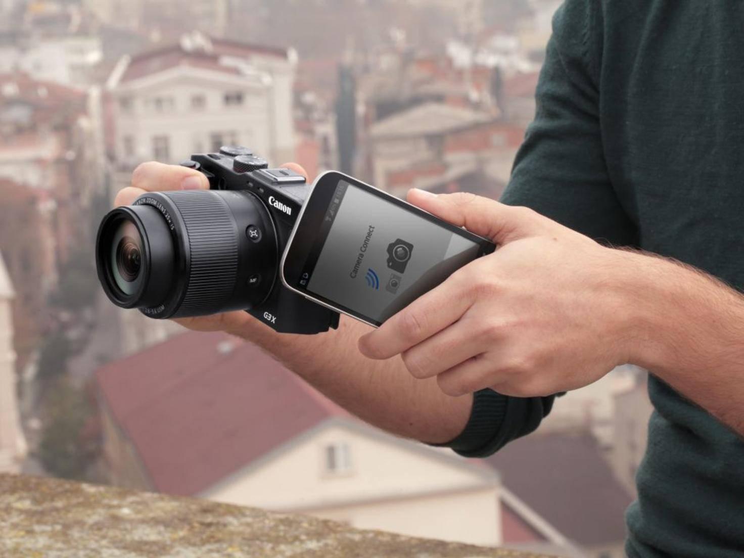 Dank Wi-Fi und NFC ist die Canon-Kamera mit Smartphones vernetzbar.