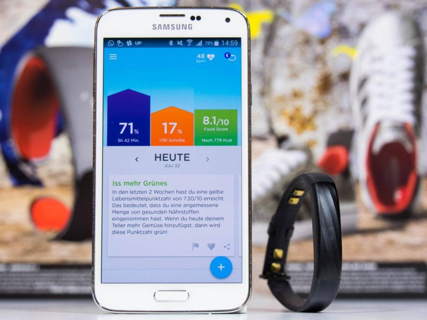 Der Fitness-Tracker erfasst Aktivitäten, Schlaf und die Herzgesundheit.