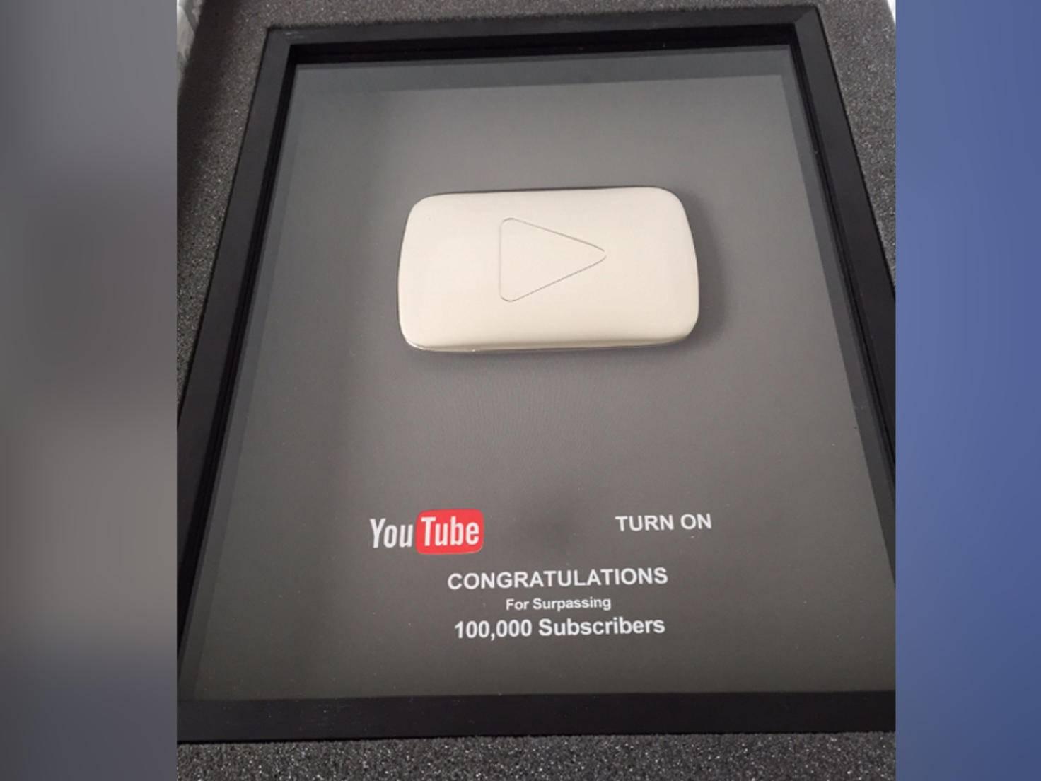 Dankeschön von YouTube: der silberne Play Button.