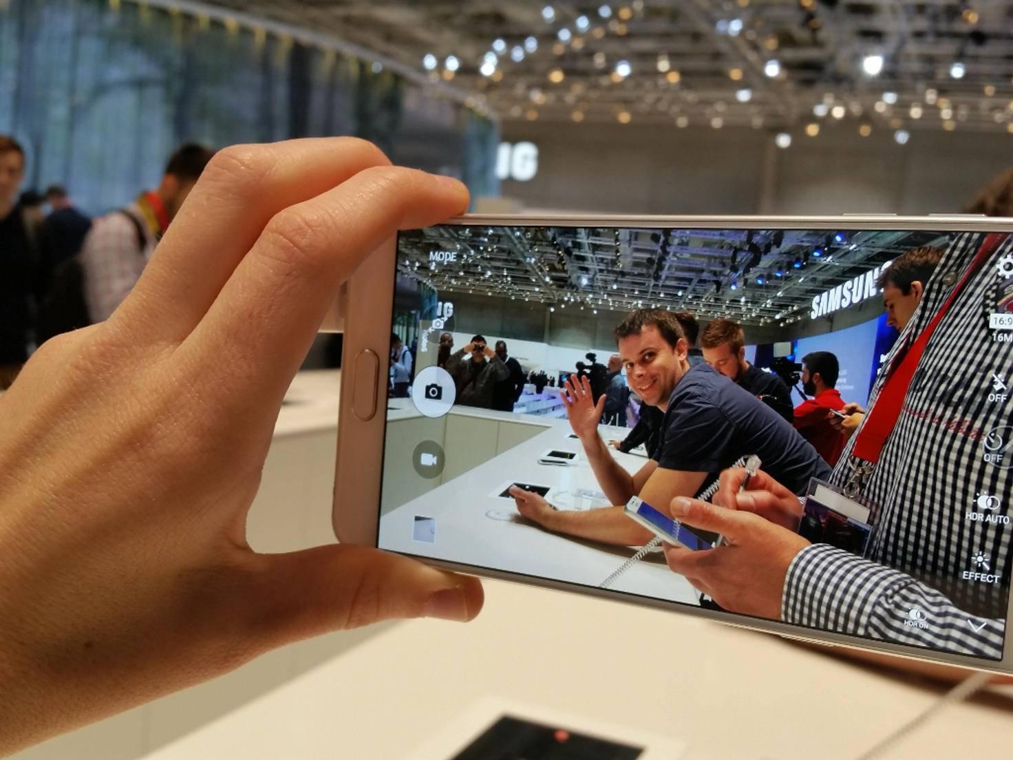 Hier winkt Patrick ins neue Galaxy Note 5.