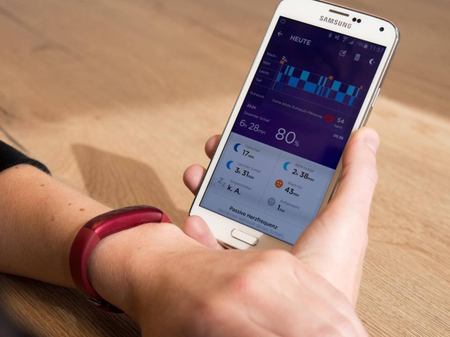 Das Jawbone Up3 registriert verschiedene Schlafphasen...