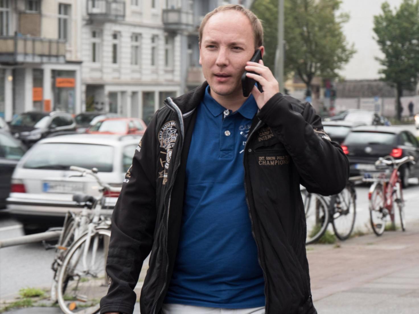 Alexander nutzt iOS 9 auf seinem iPhone 6.