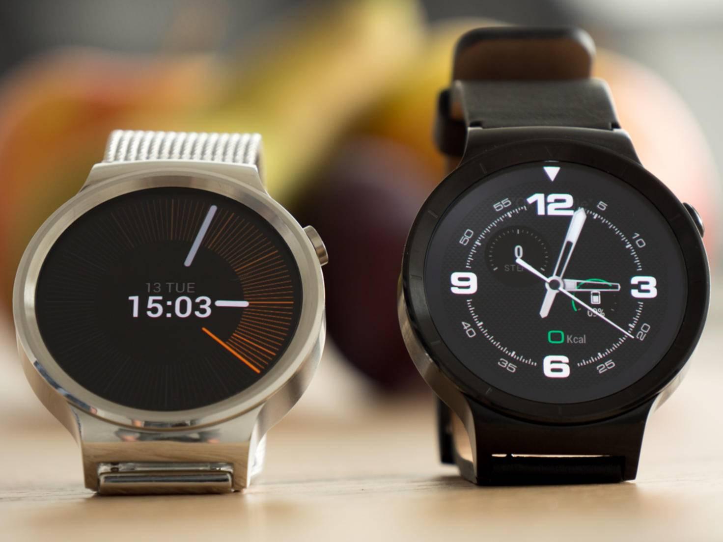 Android Wear bietet ab Werk viele verschiedene Zifferblätter zur Auswahl.