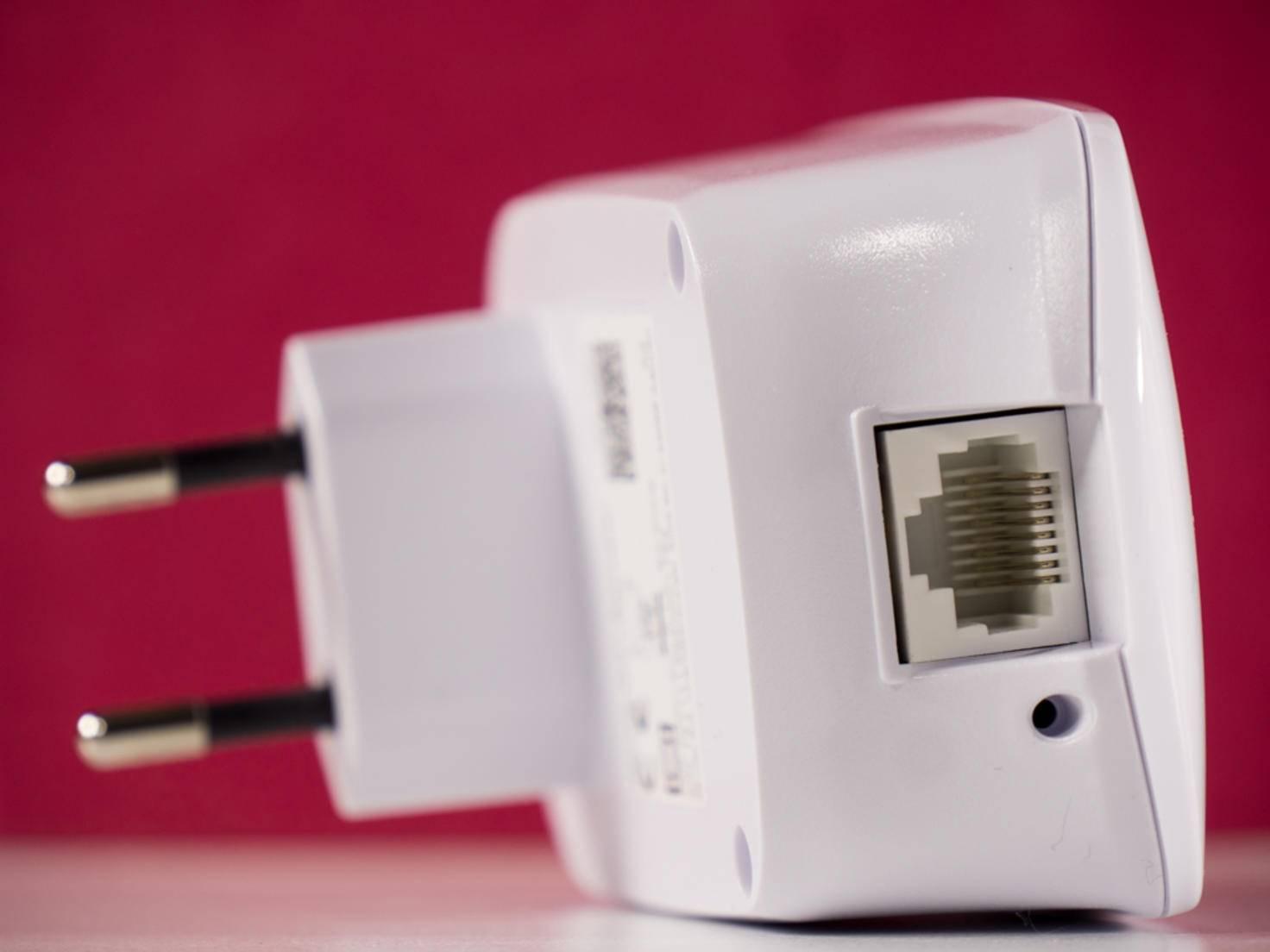 Eine Spielekonsole oder ein Fernseher können am LAN-Port angeschlossen werden.