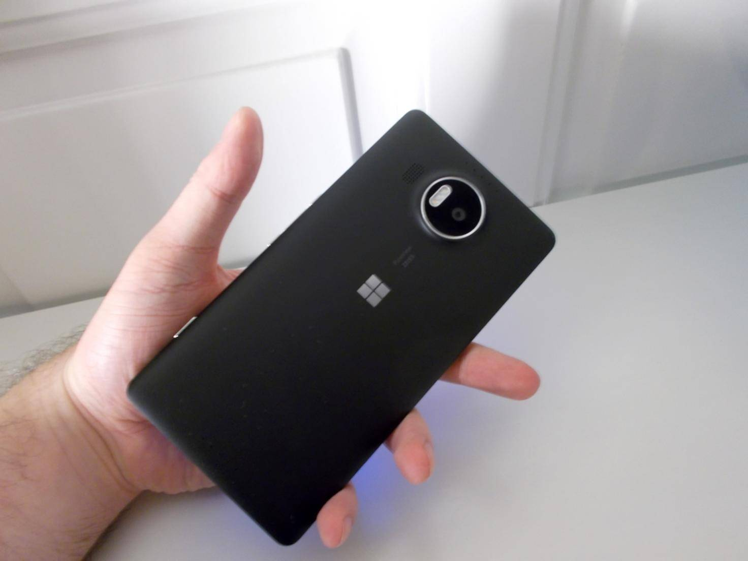 Microsoft_Lumia_950XL_HandsOn03