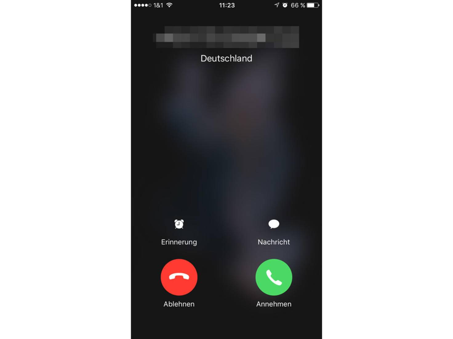 Ist der Bildschirm an, kann der Anruf auch abgelehnt werden.