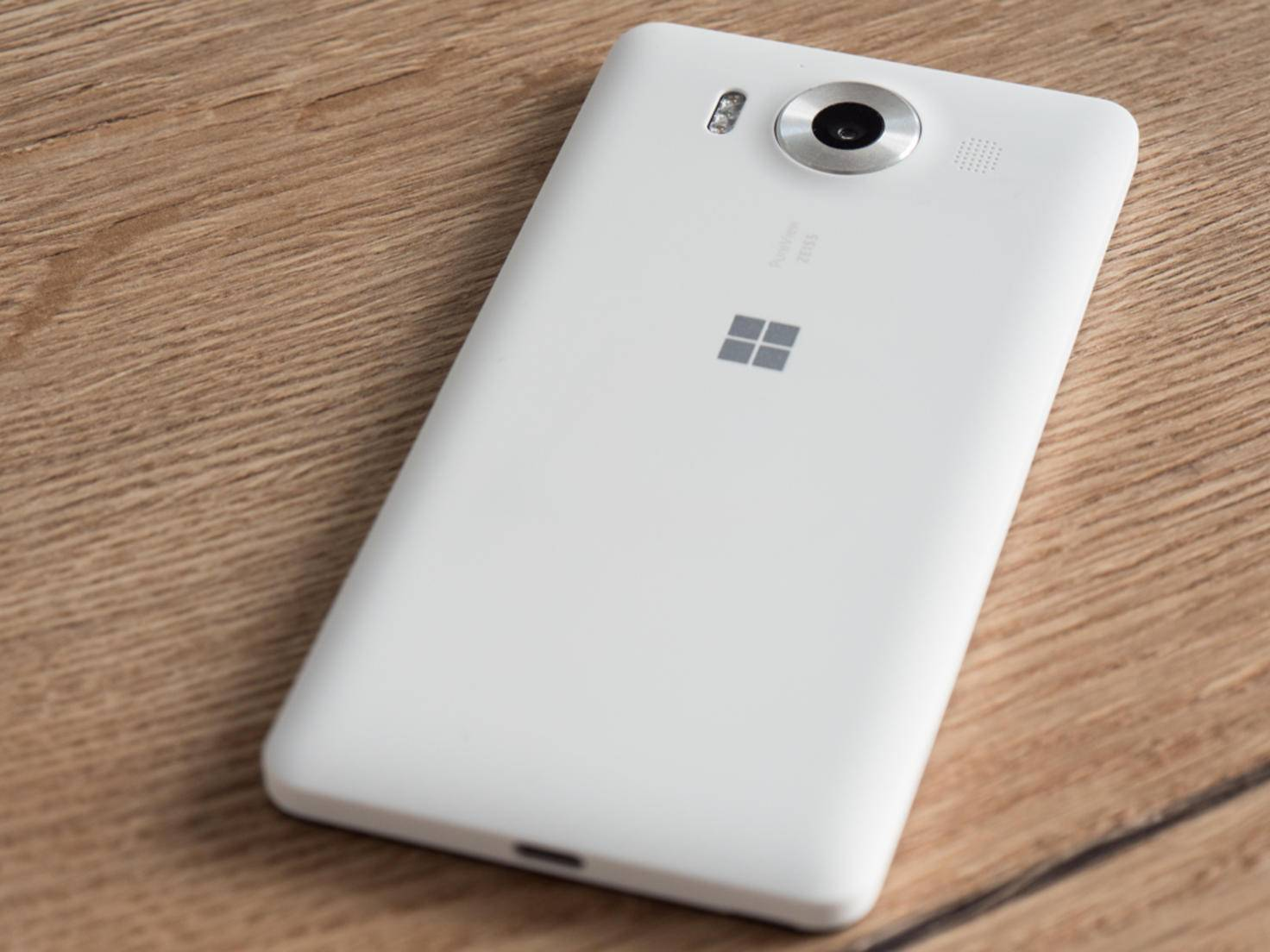 Optik und Haptik des Lumia 950 reißen keine Bäume aus.