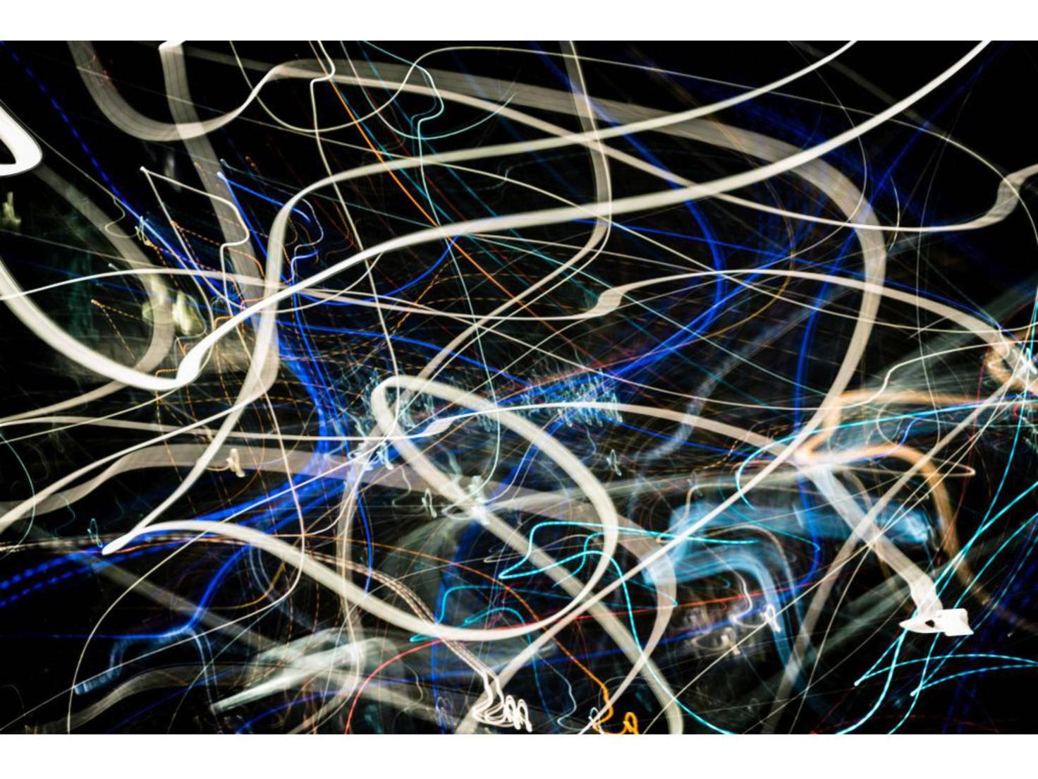 Lichterchaos erhältst Du durch Bewegen der Kamera während der Aufnahme. Belichtungszeit hier: 15 Sekunden.