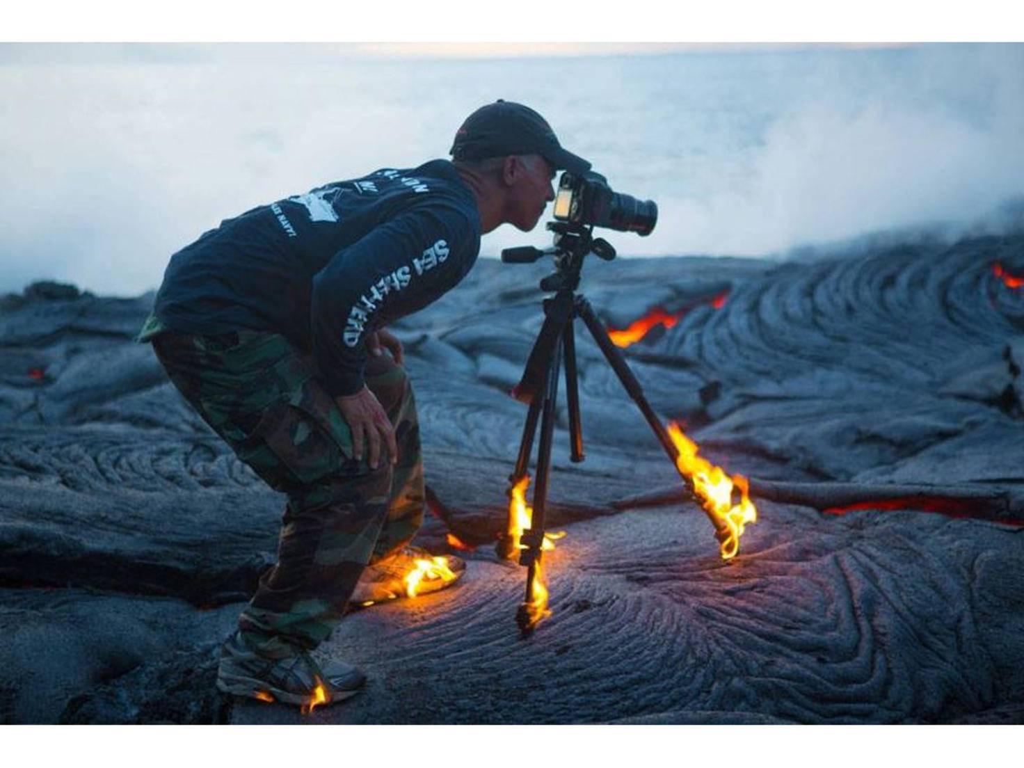 Dieser Fotograf ist Feuer und Flamme für seinen Job.