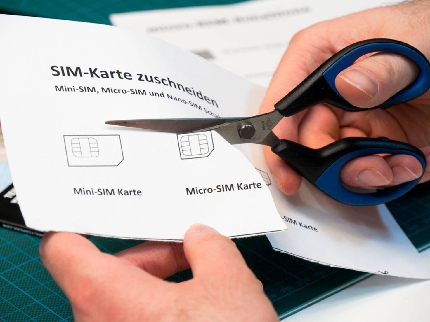 Schablonen für Micro- und Nano-SIM gibts zum Ausdrucken im Internet.