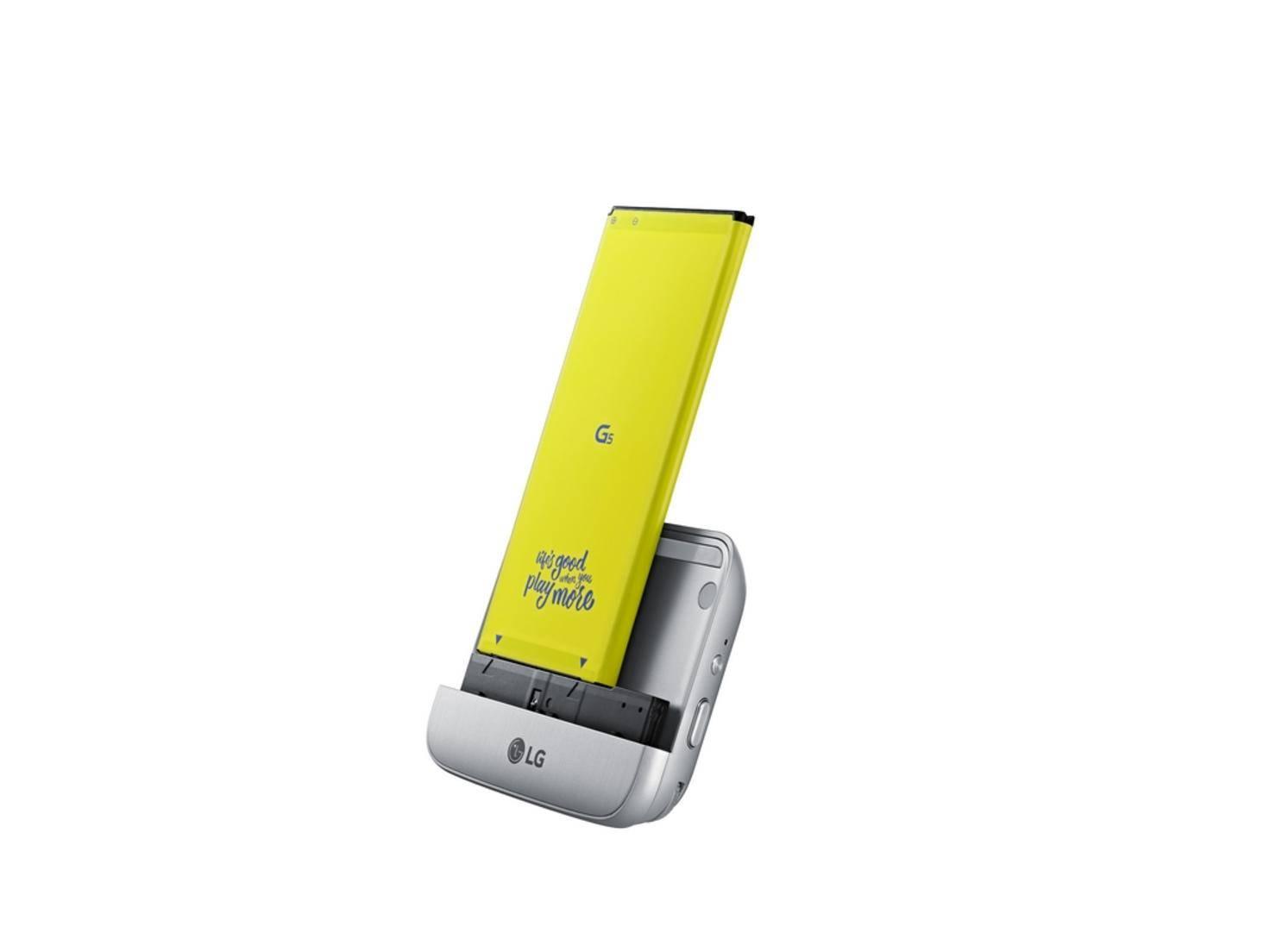 Unter anderem gibt es ein Kamera-Modul, das direkt an das Smartphone gesteckt wird.