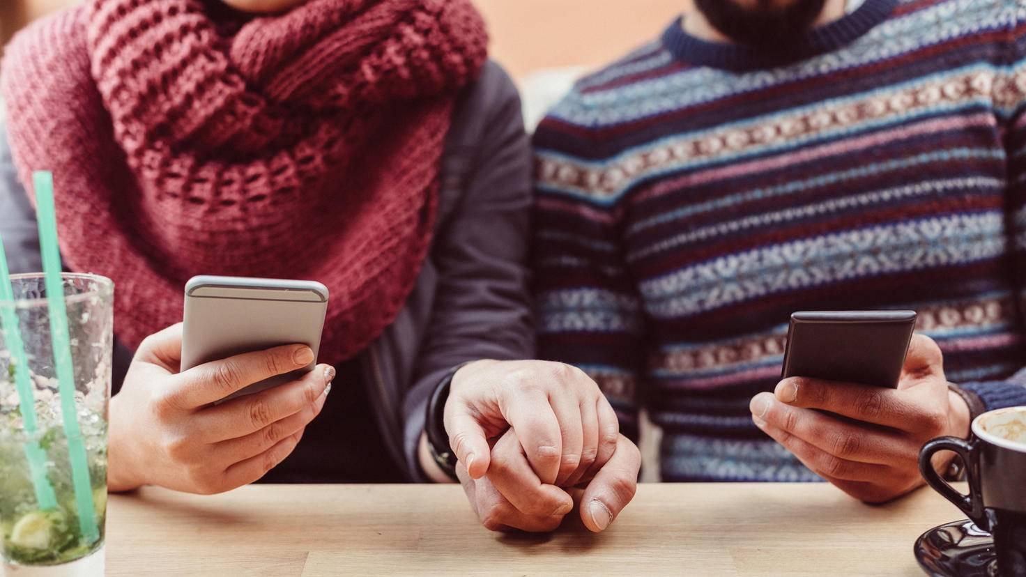 Paar Smartphone Liebe