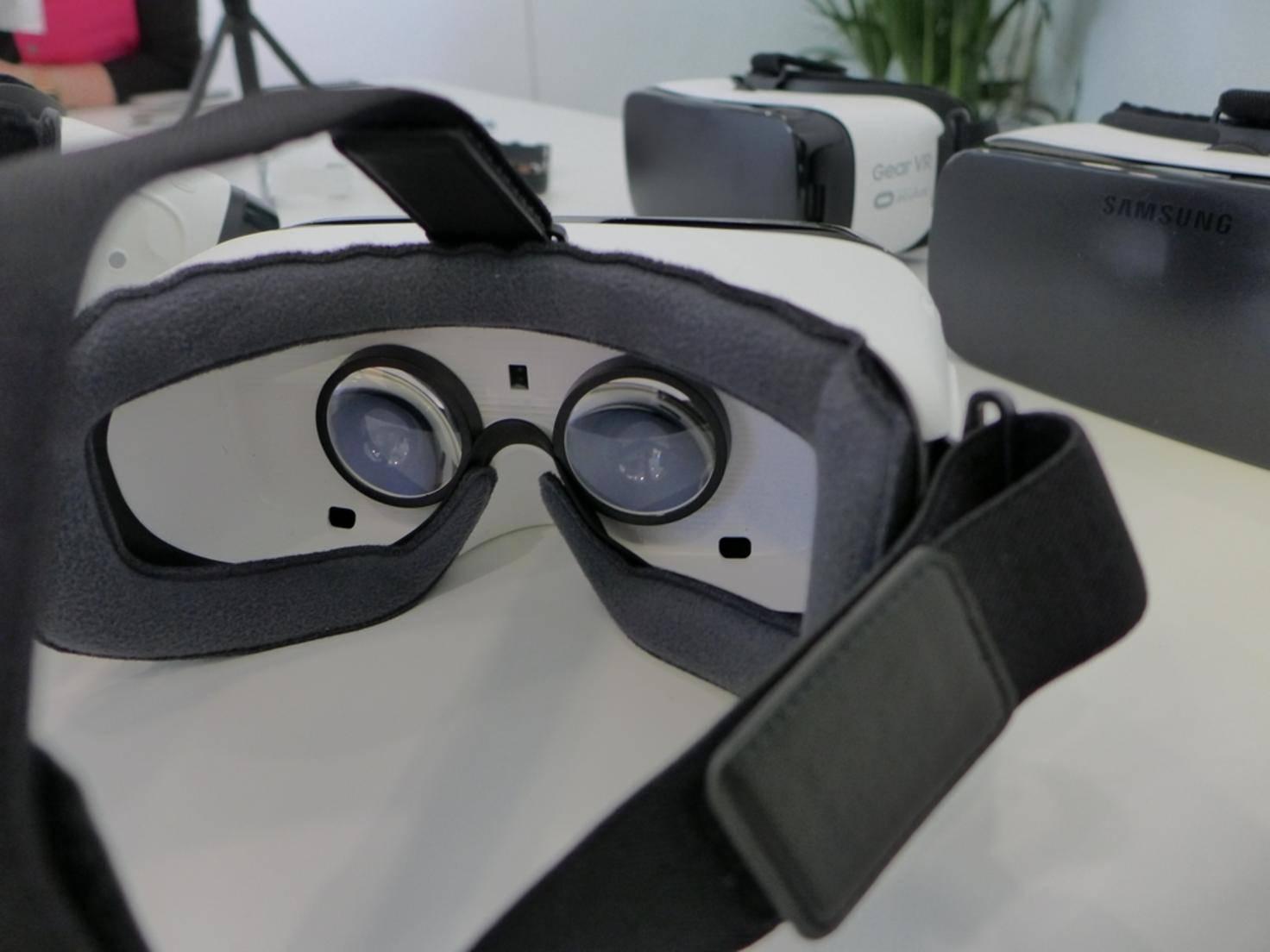 Mit der Brille taucht der Nutzer in fremde Welten ein.