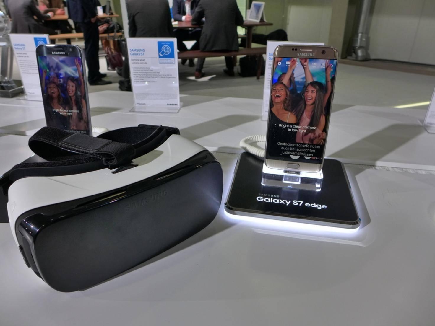 Zum Funktionieren braucht die Gear VR allerdings ein Smartphone.