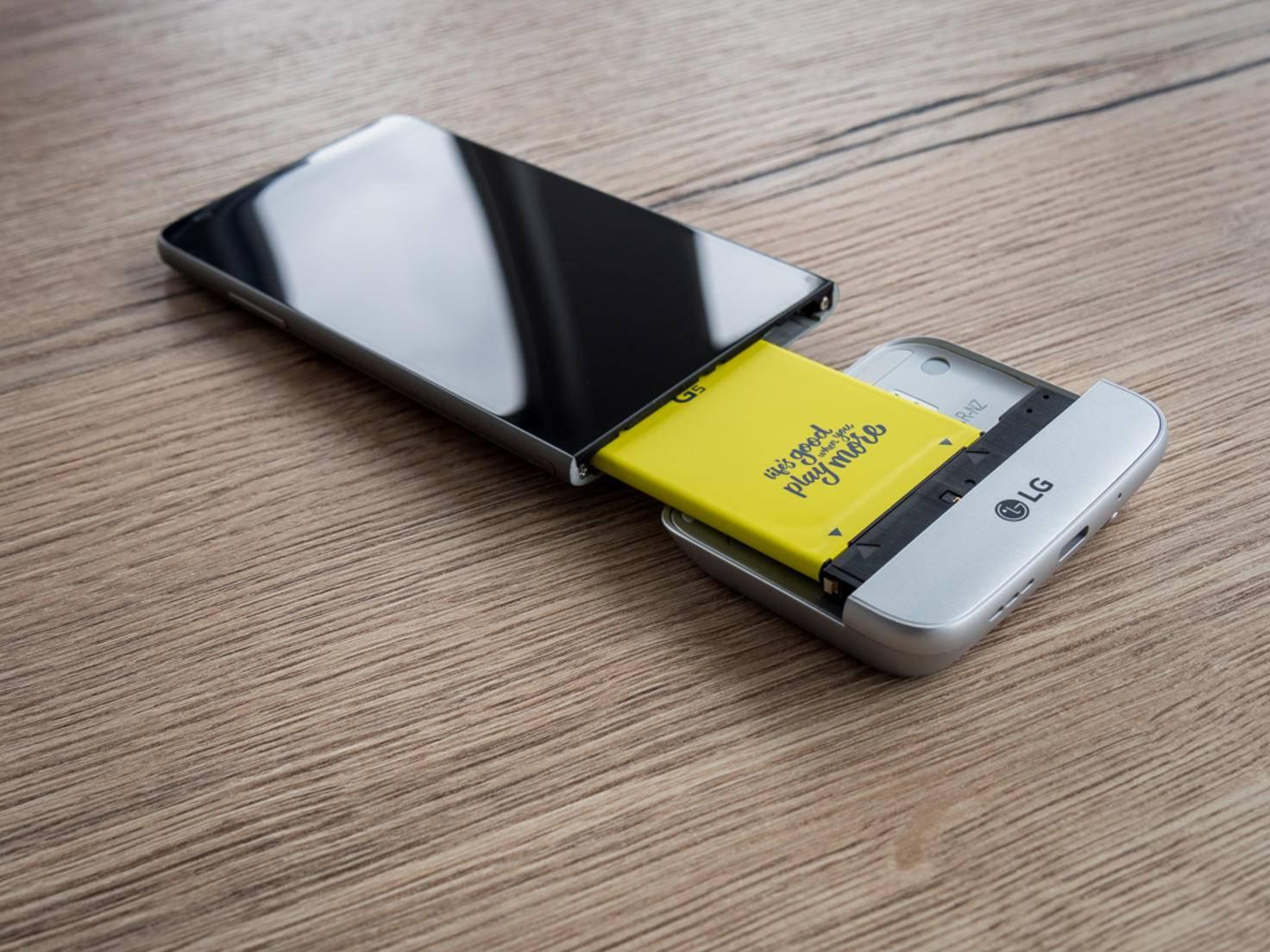 Der Hauptakku des LG G5 wird natürlich trotzdem benötigt.