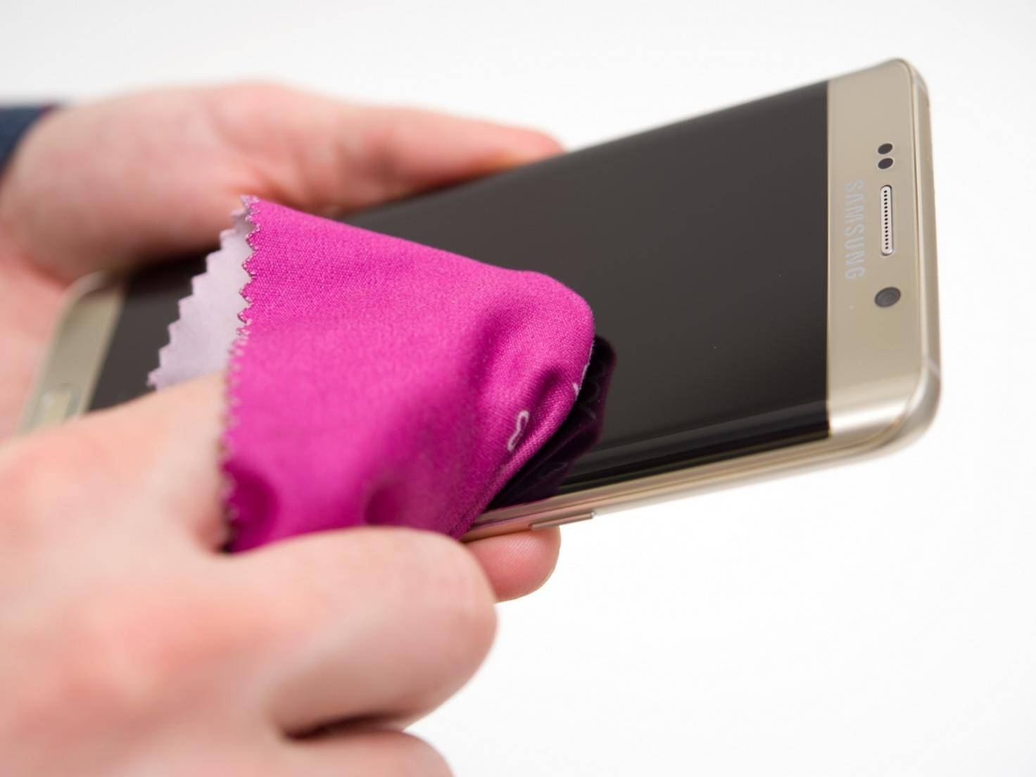 Smartphone_putzen_Microfaser