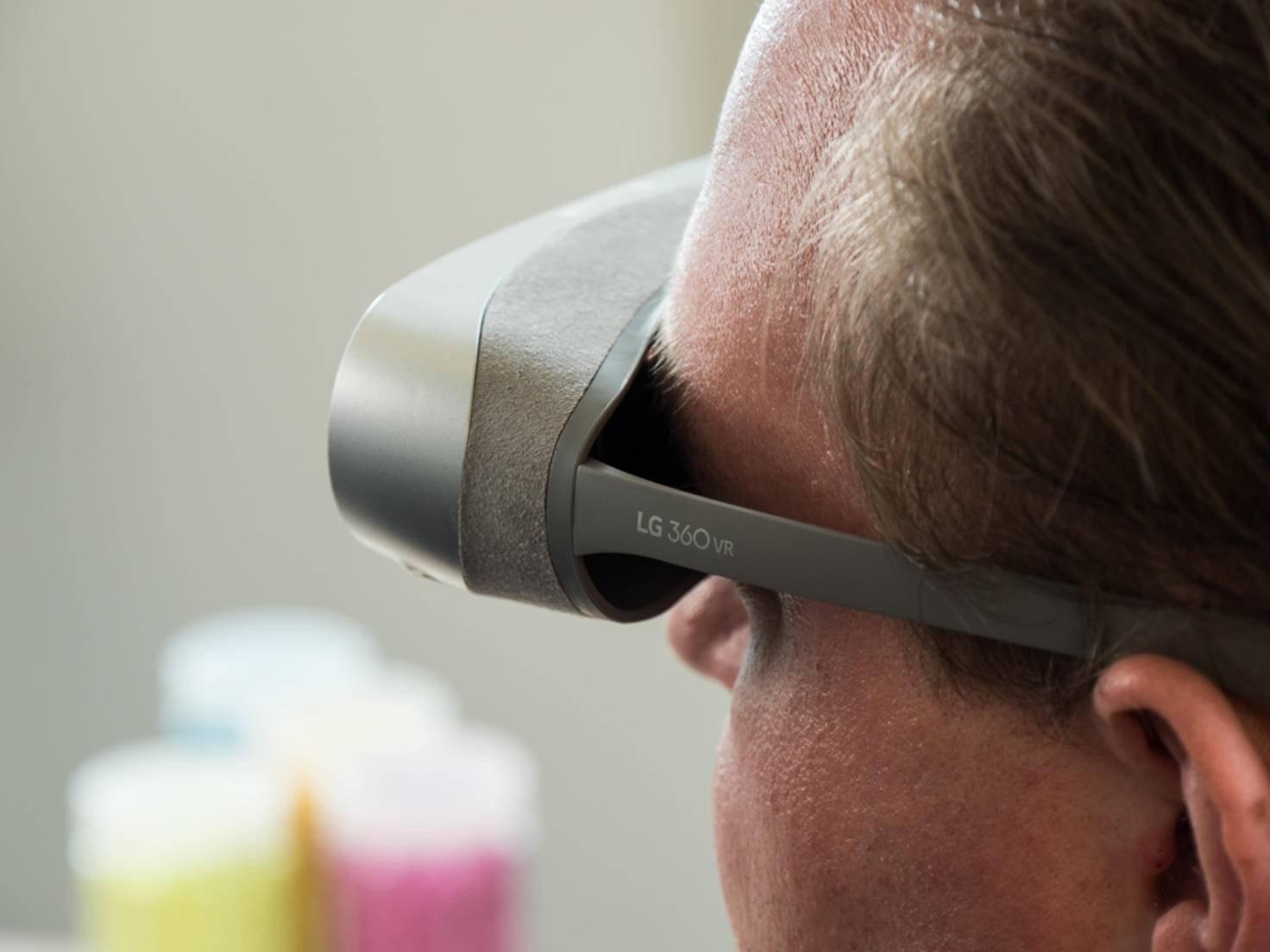 Bei Verwendung der LG 360 VR strömt Licht von den Seiten ein und zerstört die Immersion.
