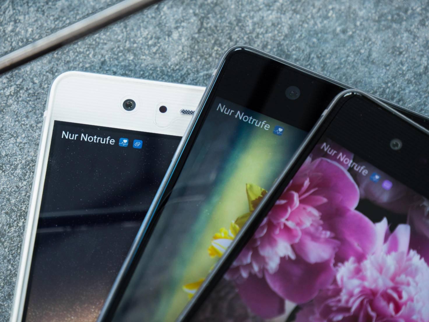 Zwei LCD-Screens, ein AMOLED, aber dreimal Full HD-Auflösung.