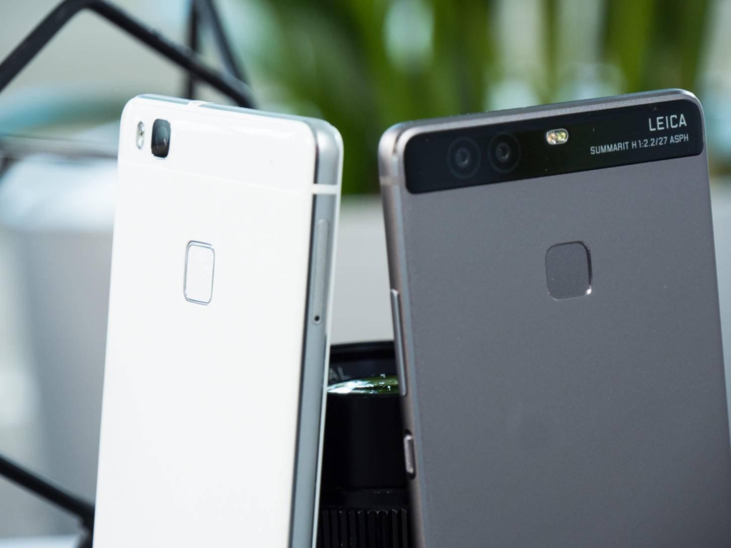 Links: Aluminiumrahmen plus Kunststoffrückseite. Rechts: Unibody aus Metall.