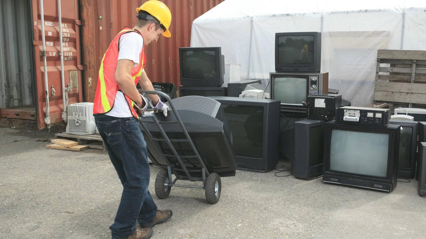 fernseher-entsorgen-recyclinghof