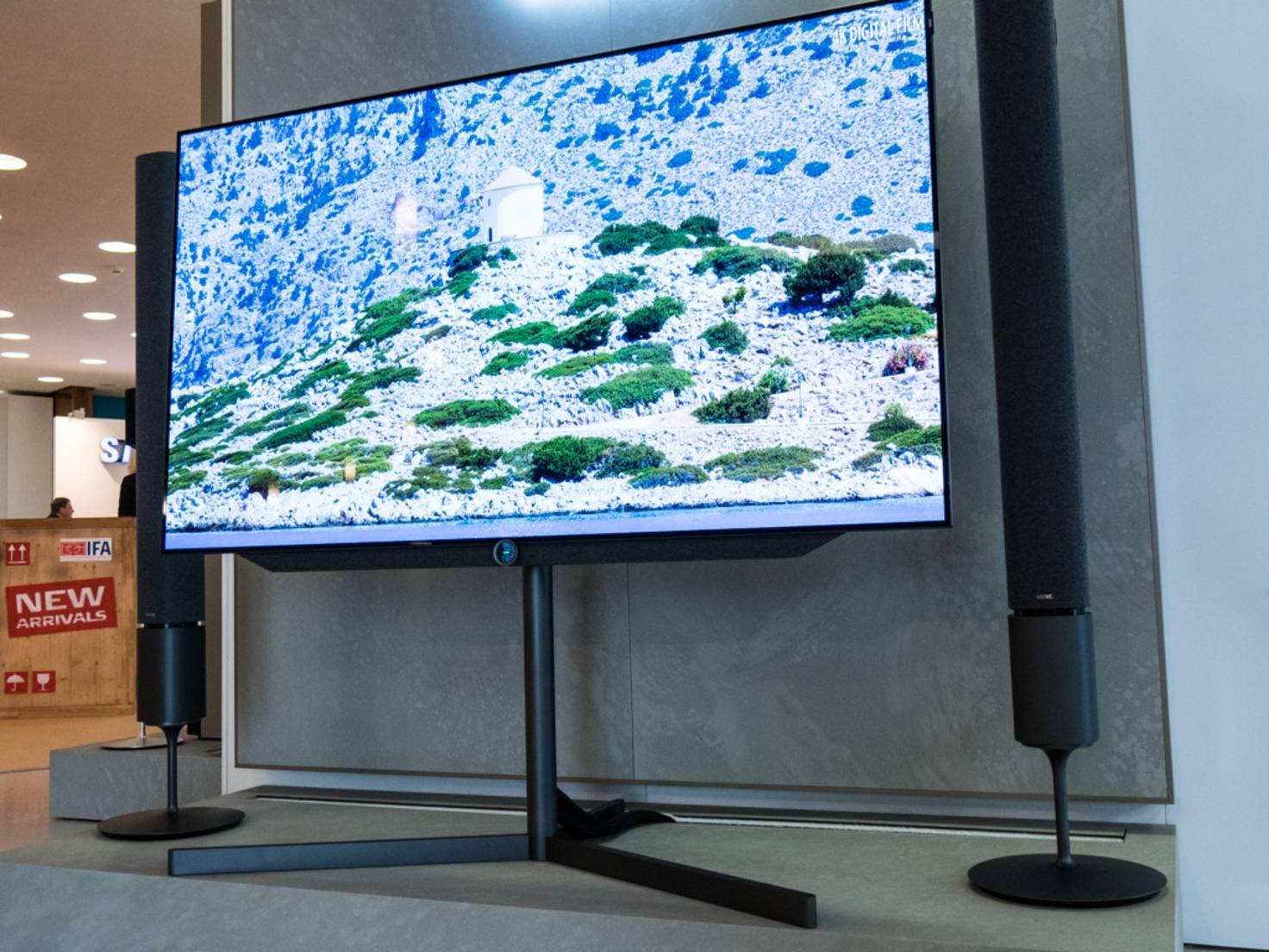 Der Premium-Fernseher kommt mit OLED-Display daher.