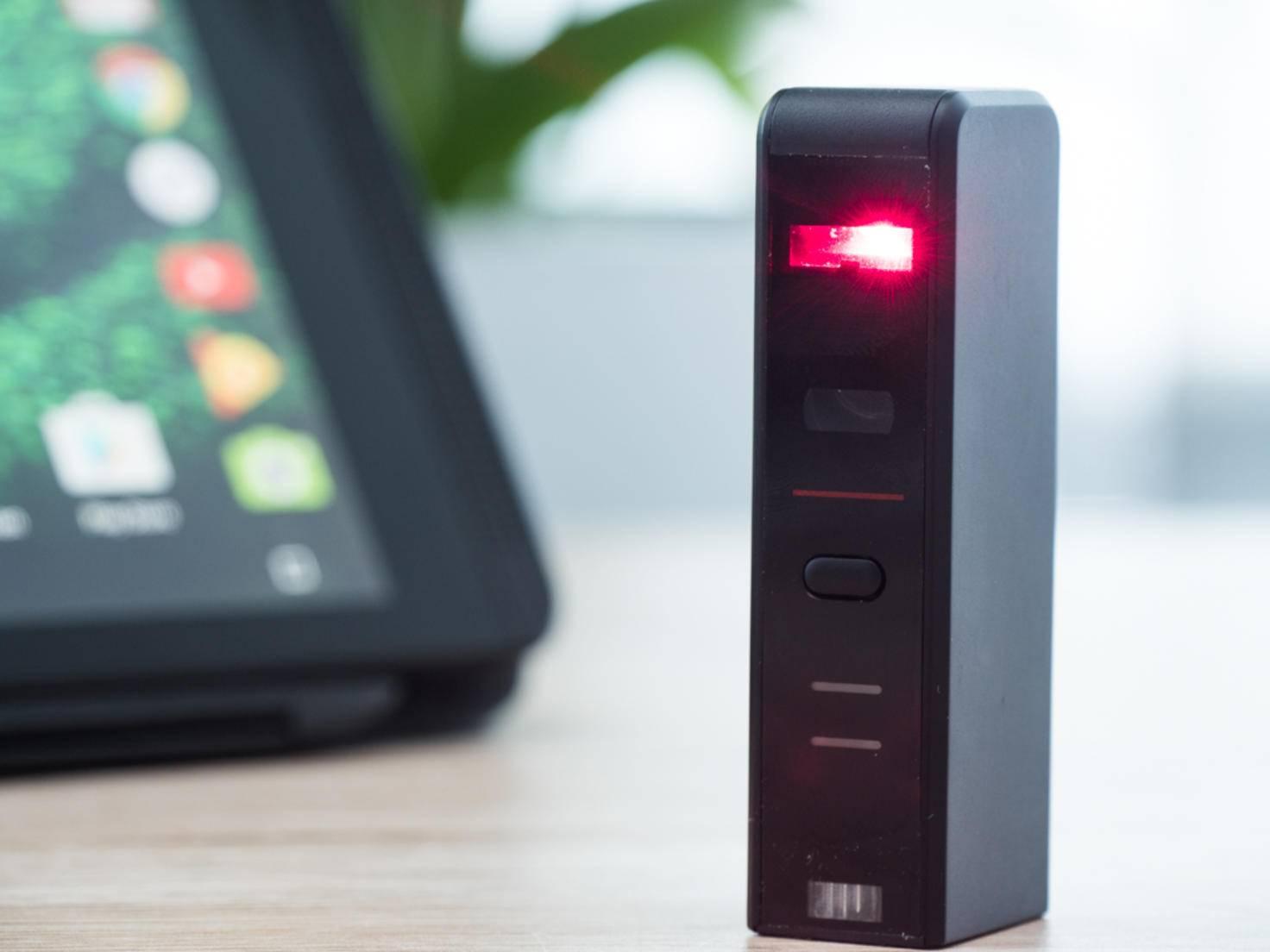 Das Gadget selbst sieht aus wie ein PC-Tower im Mini-Format.