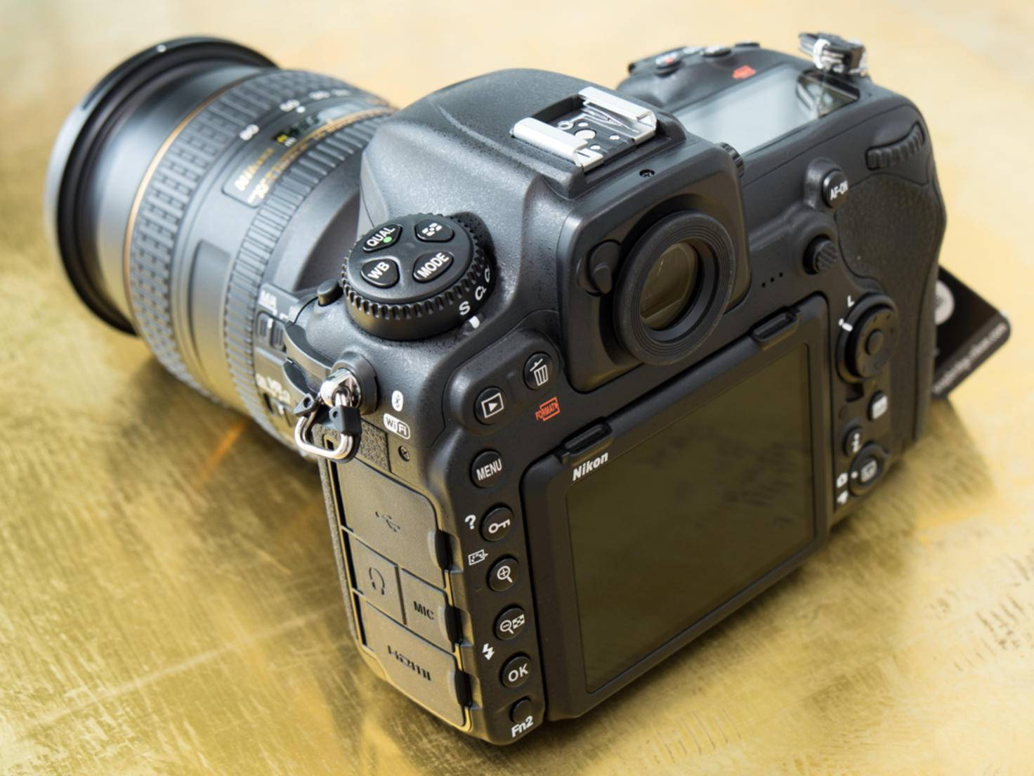 ... Spiegelreflexkameras und hat ein großes Display ...