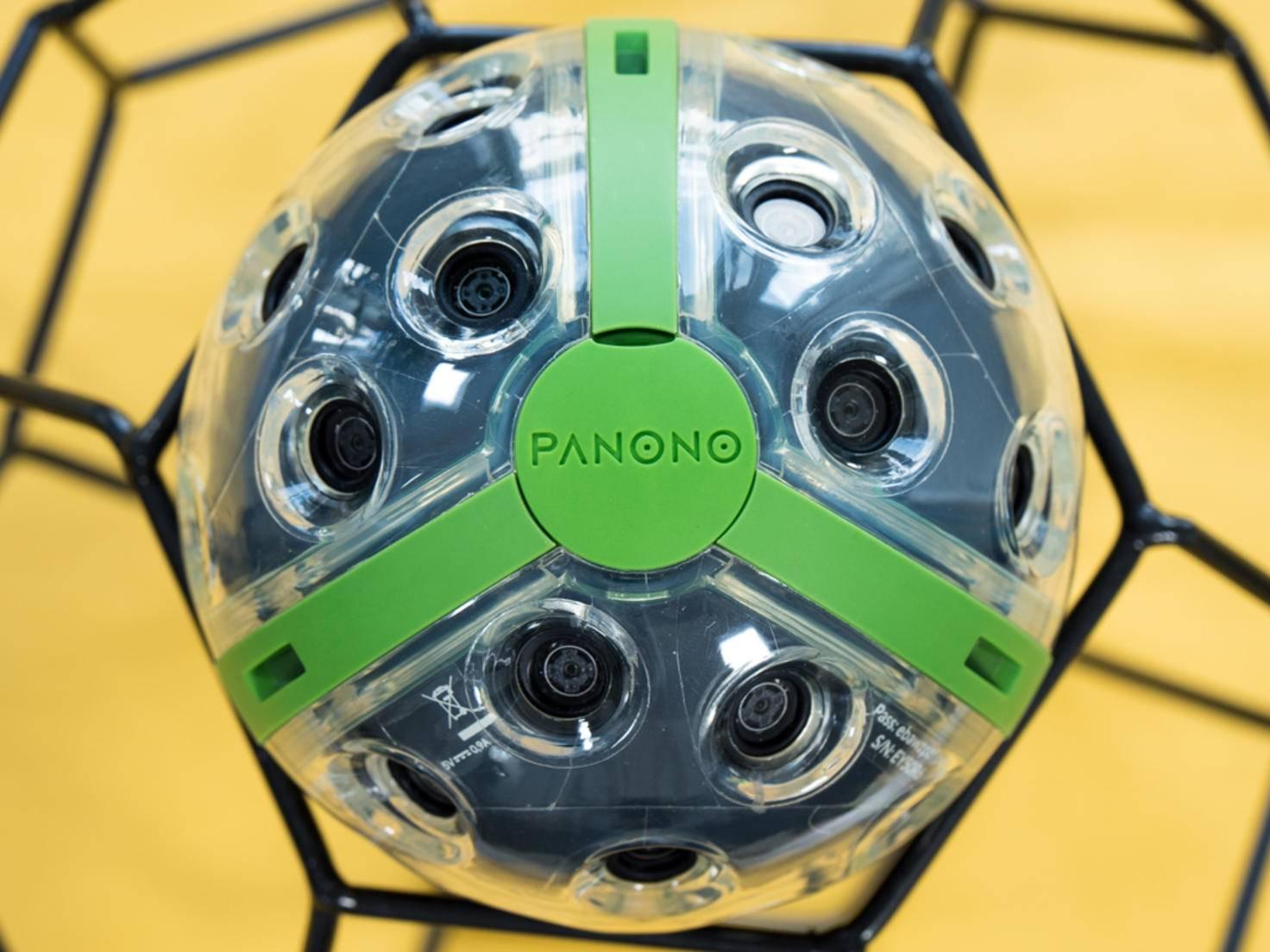 Die Panono Camera macht Bilder, wenn sie in die Luft geworfen wird.