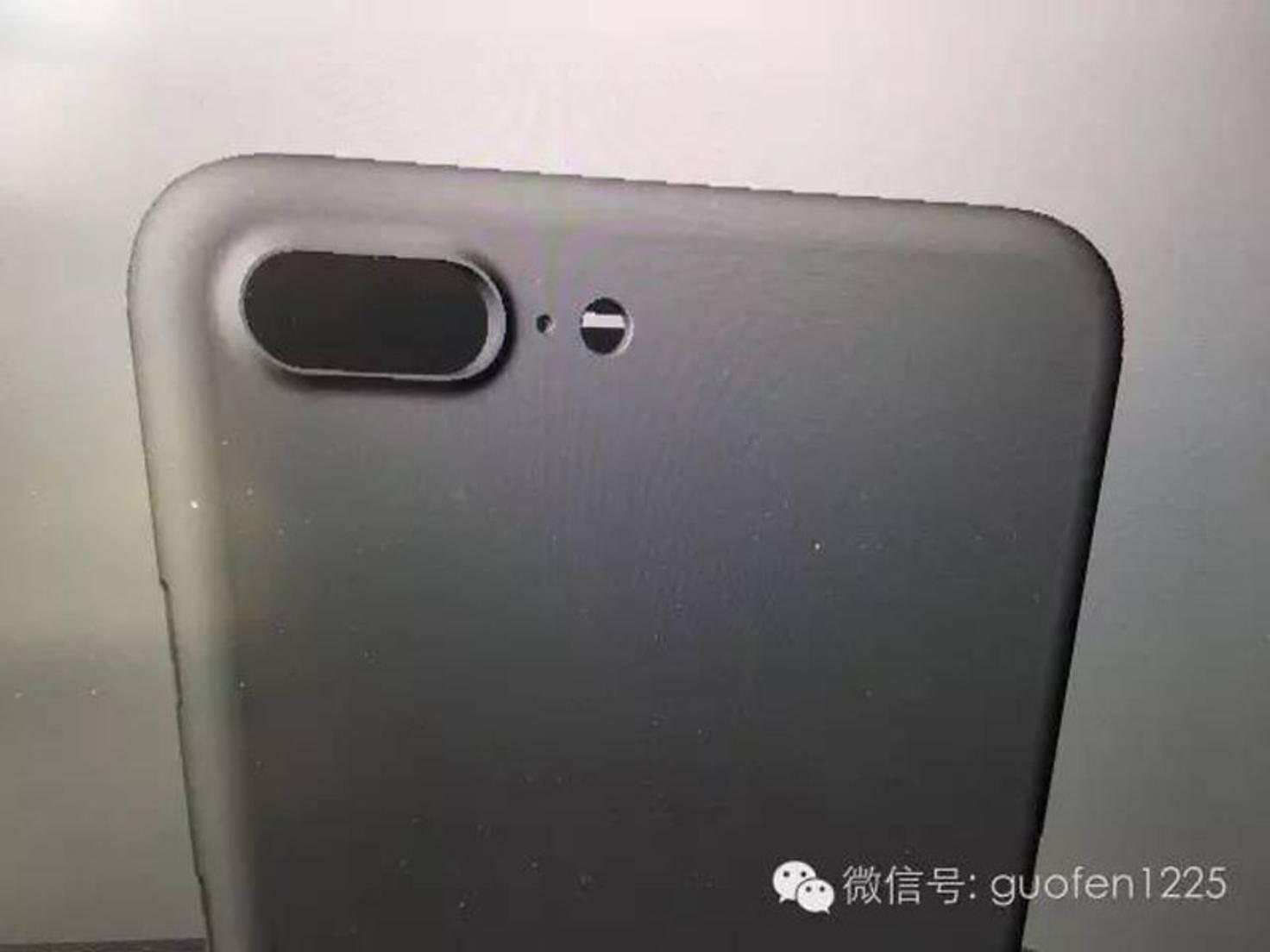 Auch die Dual-Kamera des iPhone 7 Plus zeigt sich.