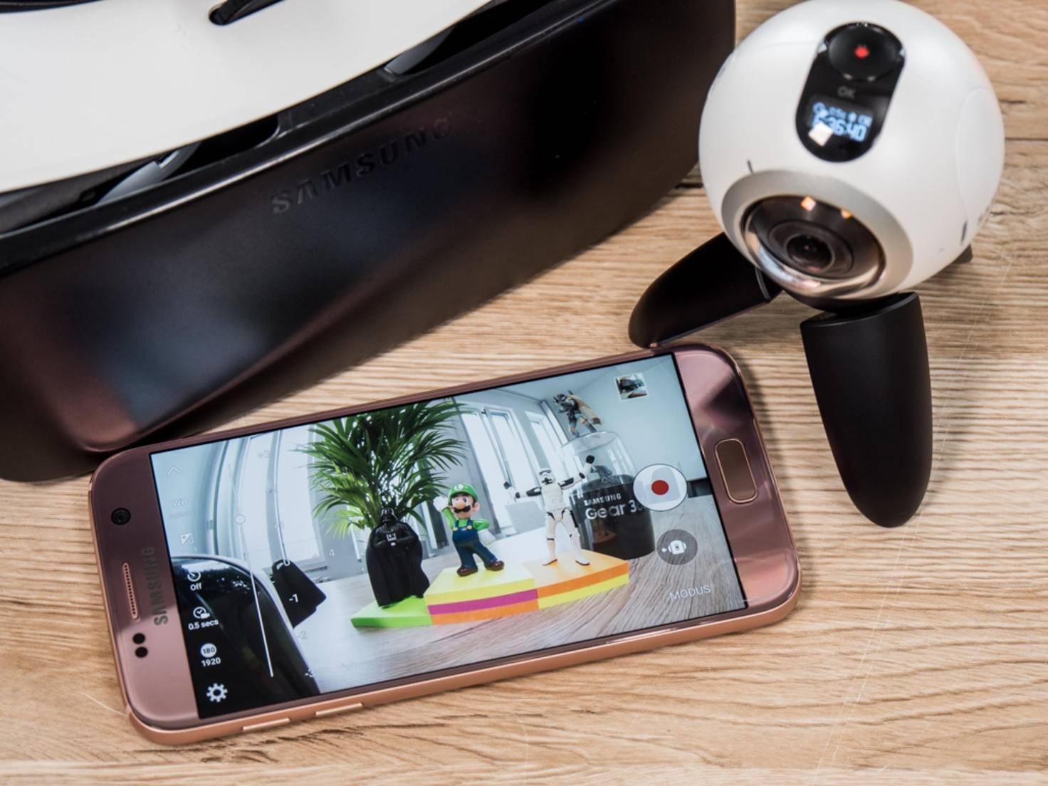 Samsungs VR-Ökosystem bestehend aus Gear 360, Galaxy-Smartphone und Gear VR.