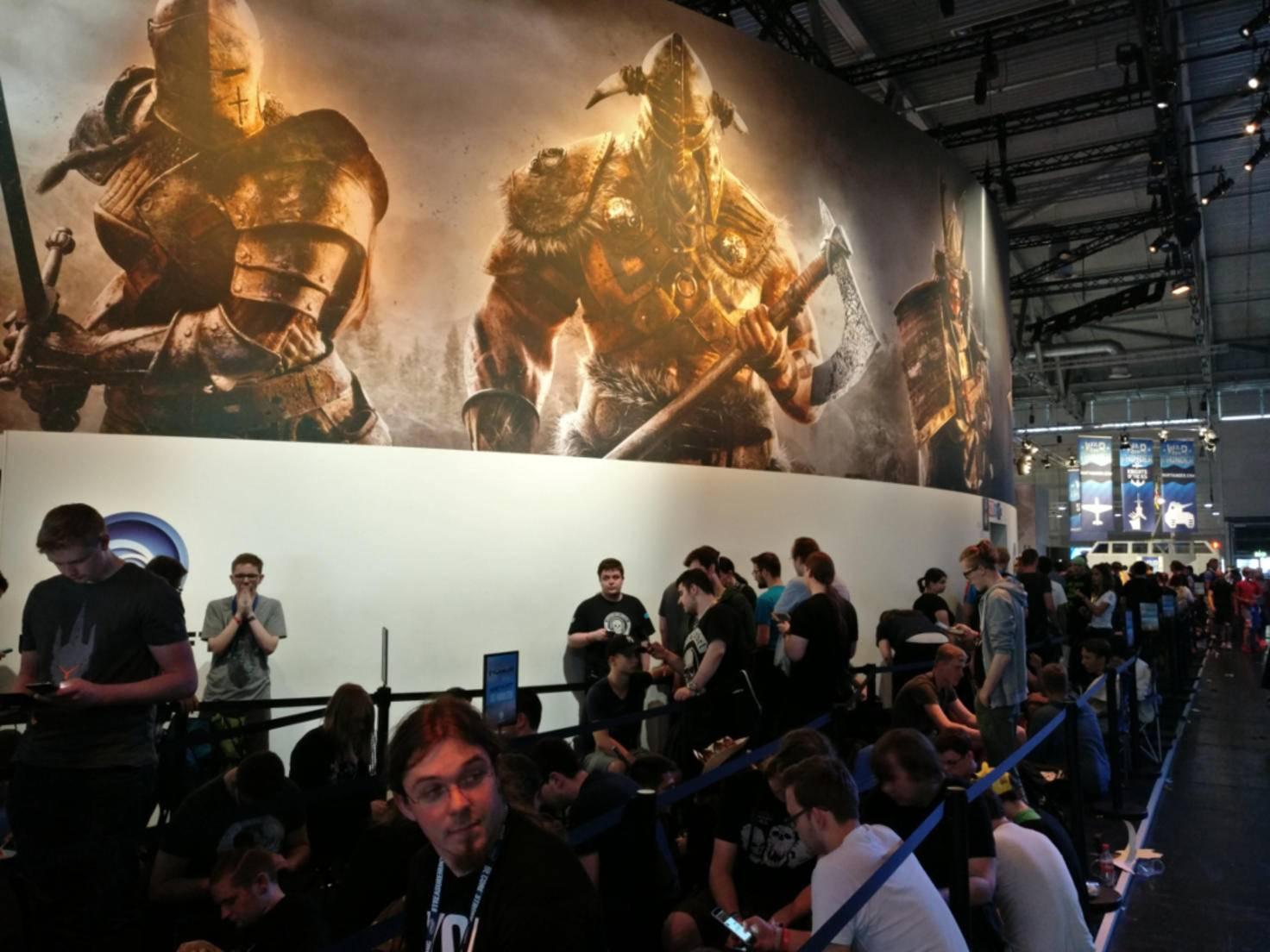 "Großer Andrang am ""For Honor""-Stand auf der Gamescom 2016."