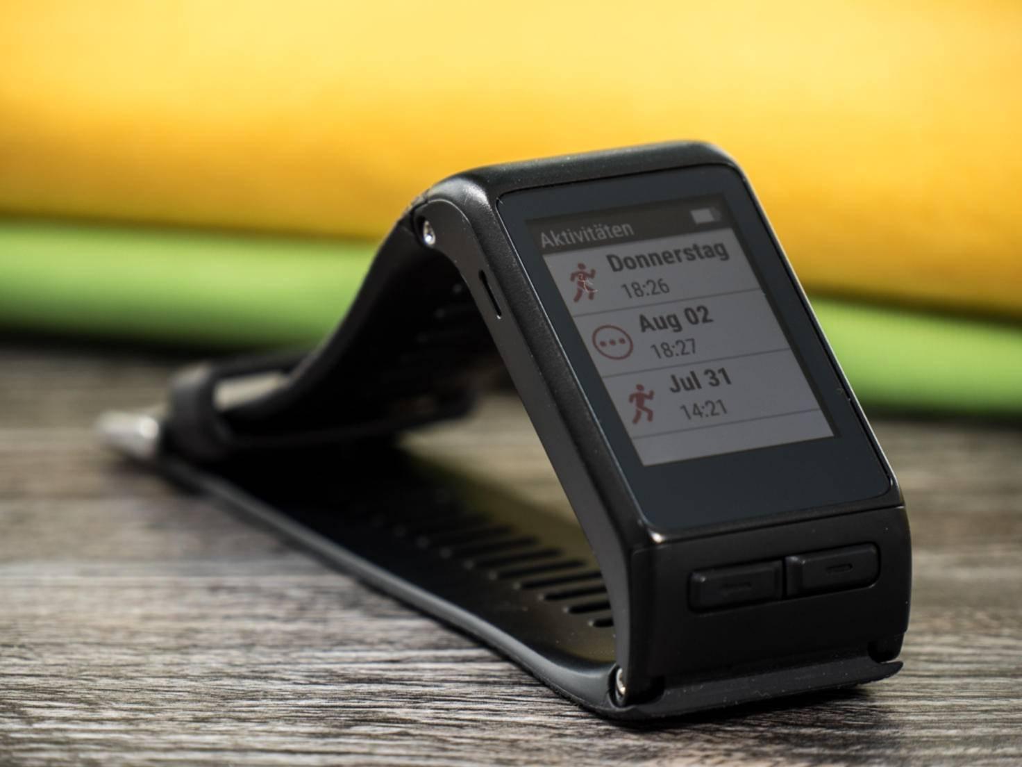 Die Garmin Vivoactive HR ist dank GPS und HF-Sensor ein smarter Begleiter beim Sport.