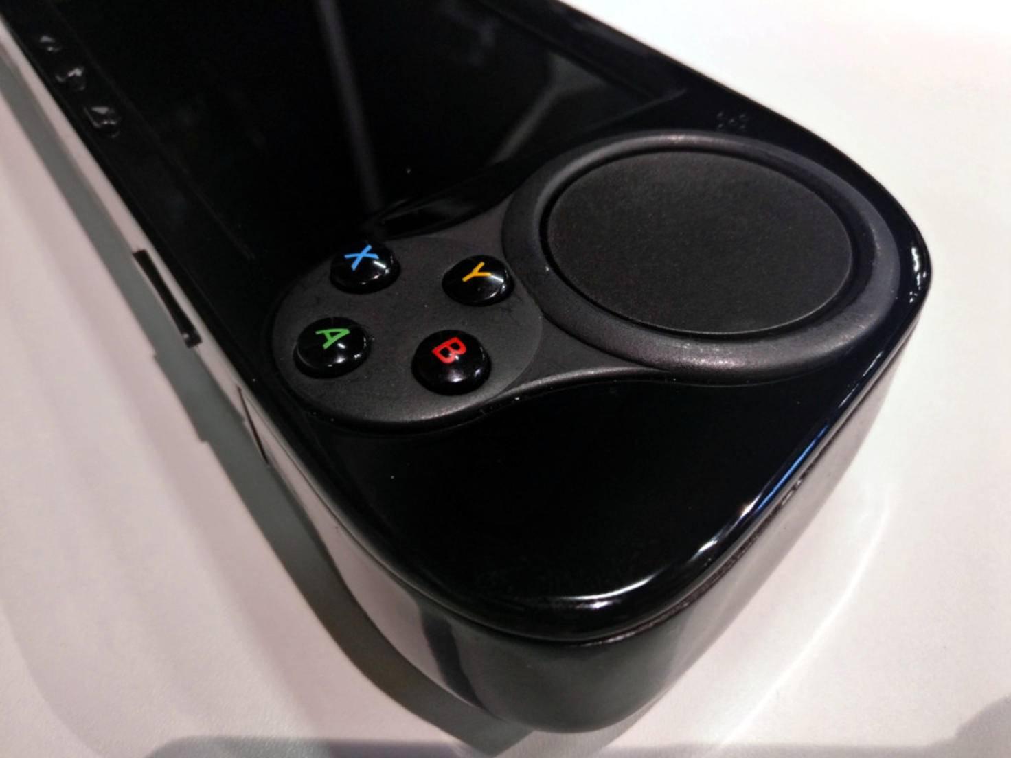 Der SMACH Z verfügt über die Touchpads des Steam-Controllers, ABXY-Tasten...