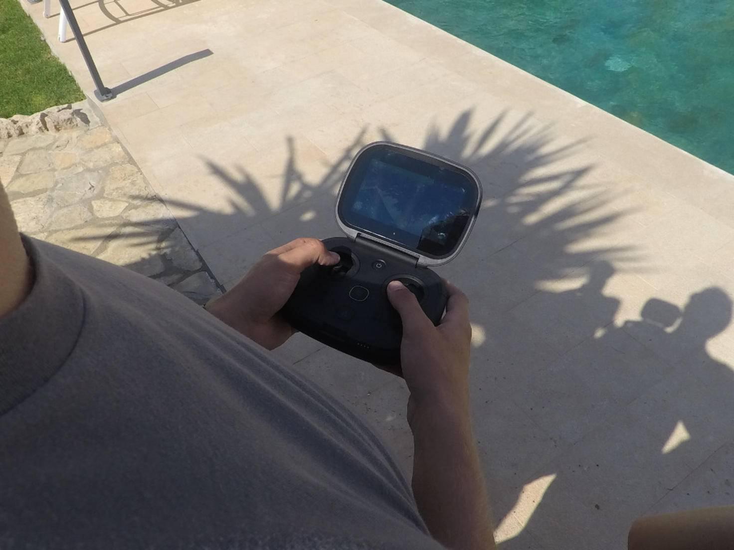 Über Schultertasten kann der Kamerawinkel gesteuert werden.