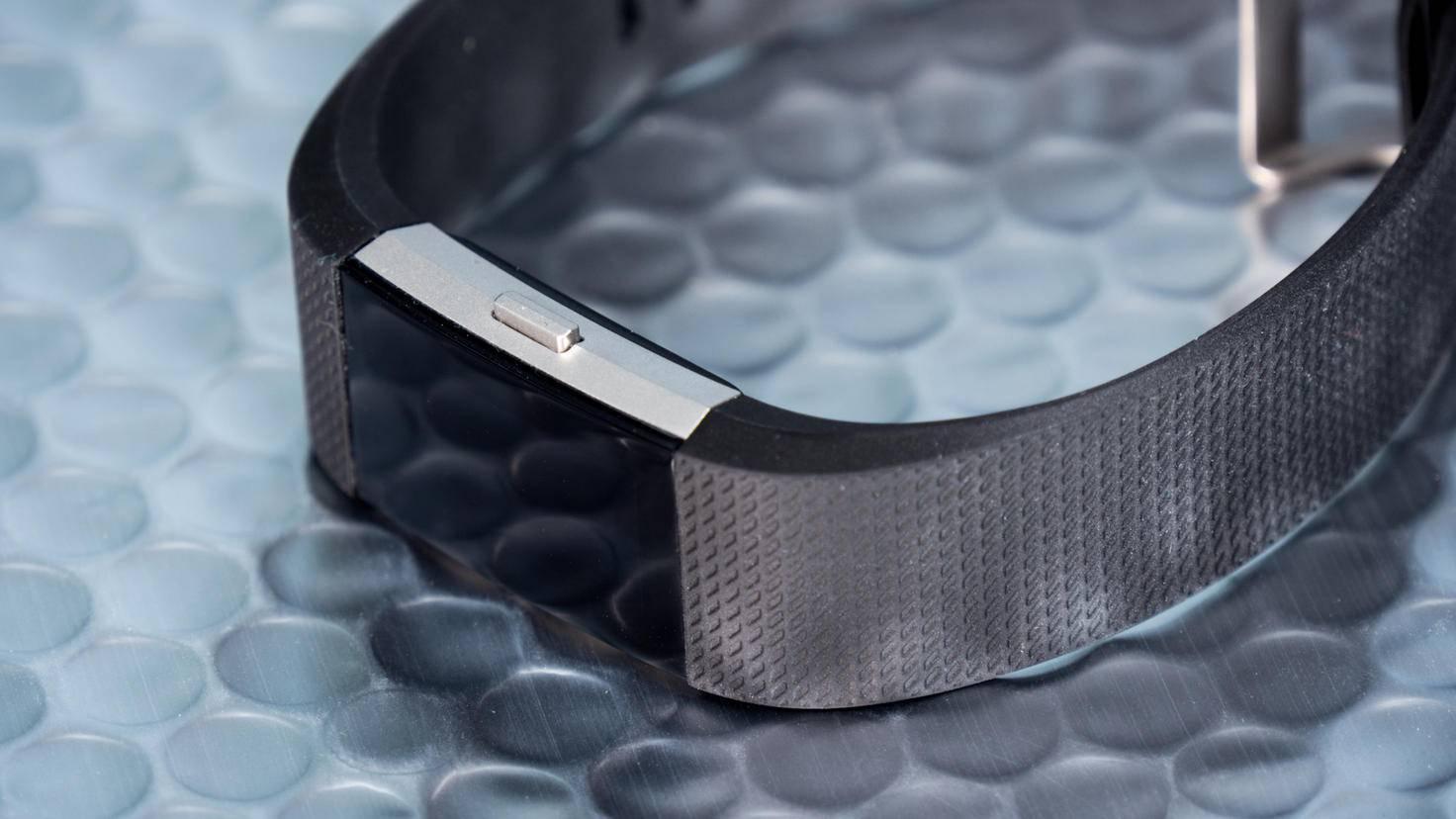 Der Fitbit Charge 2 kommt mit austauschbaren Armbändern.