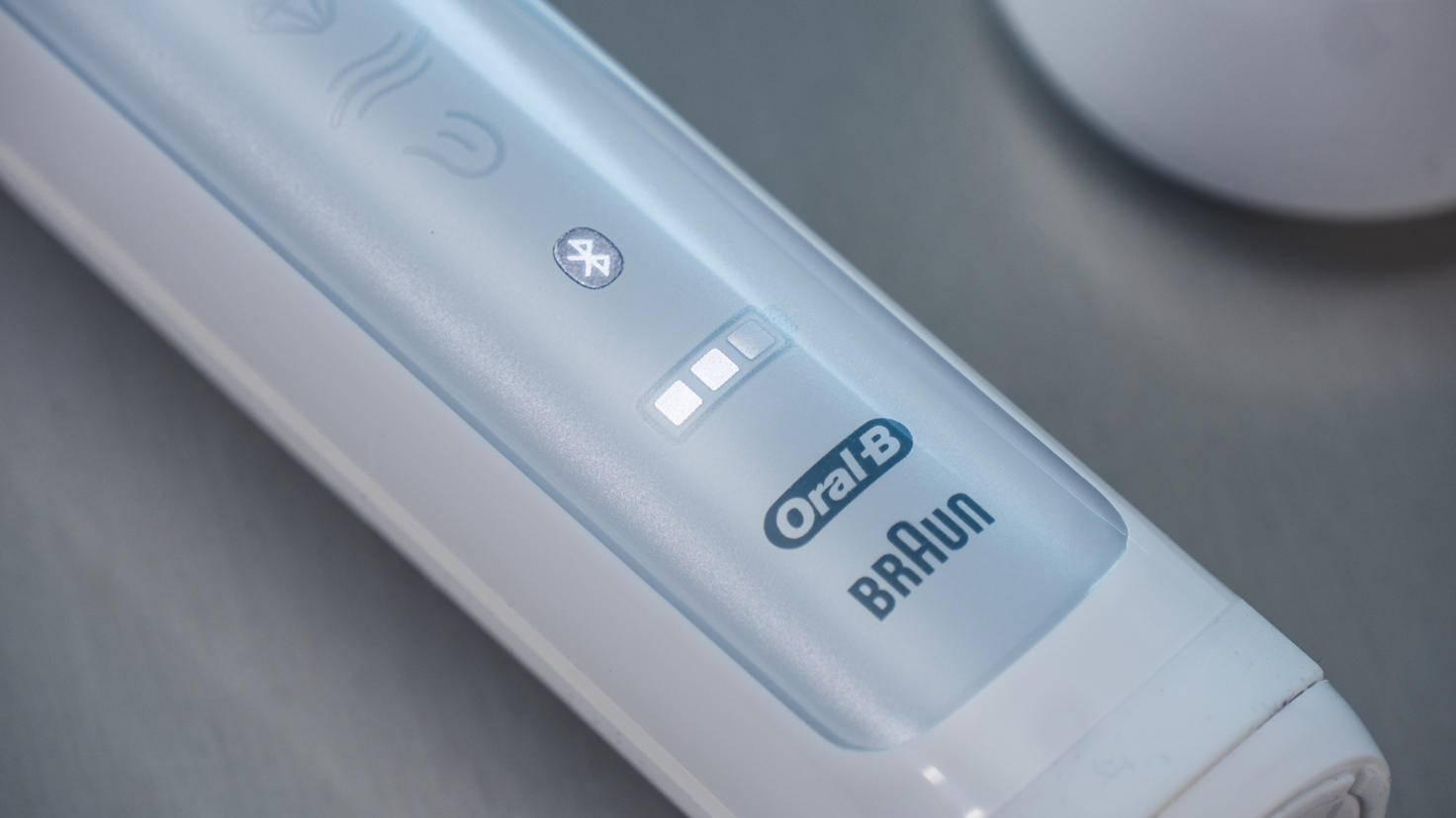 Die Bürste verfügt über eine Bluetooth- sowie über eine Akkustandsanzeige.