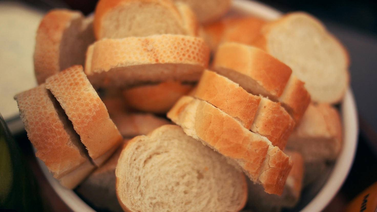 Nicht mehr ganz so frisches Brot zu schneiden kann so einfach sein.
