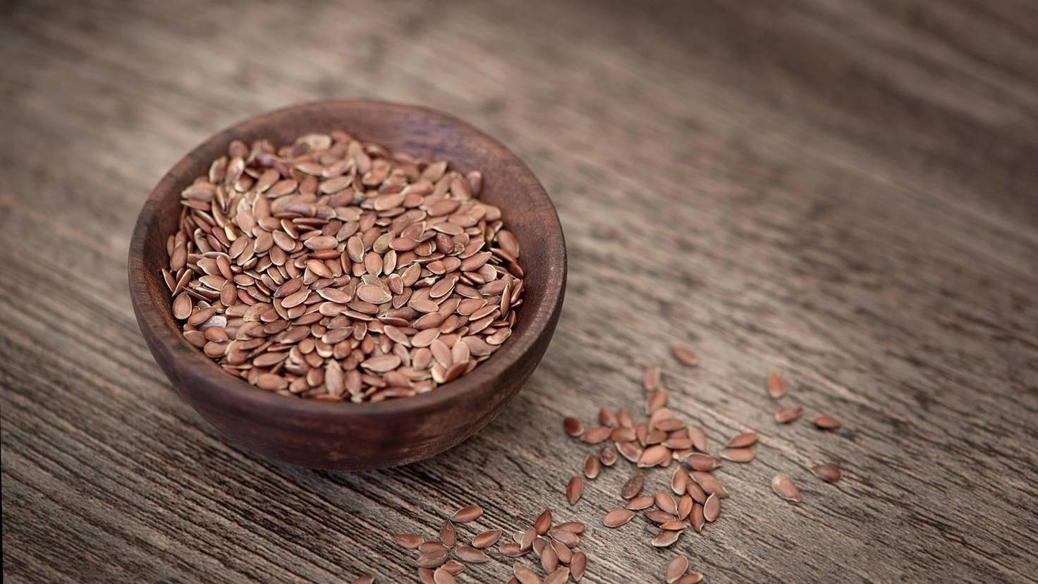 Leinsamen bieten sich als heimische Alternative zu Chia-Samen an.