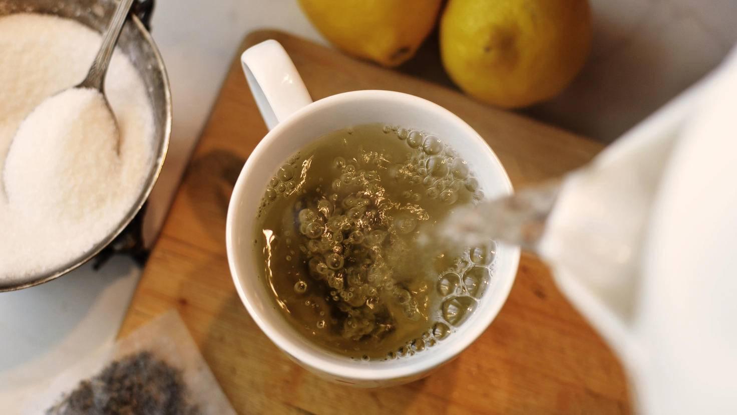 Eine Tasse Tee vertreibt die nächtliche Unruhe.